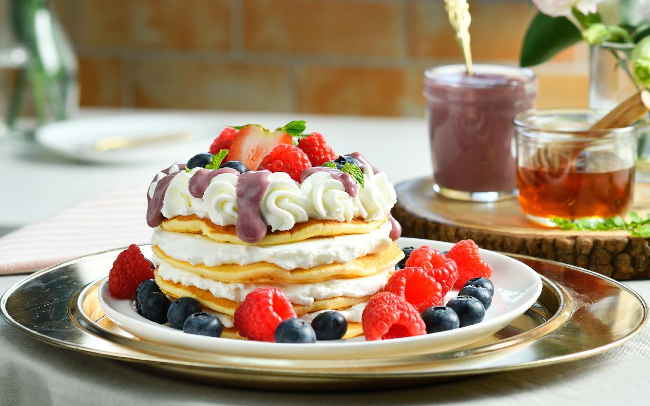 Purple Sweet Potato Custard Pancake With Fruits